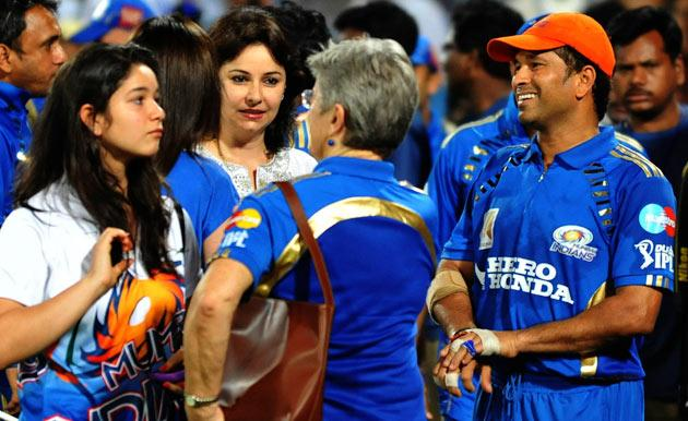 Mumbai Indians team captain Sachin Tendulkar (R) talks to his wife Anjali (2L) and his daughter Sara (L) after winning the cricket match against Deccan Chargers during the IPL Twenty20 match against Deccan Chargers  at the Rajiv Gandhi International Stadium in Hyderabad on April 24, 2011. Mumbai Indian won by 37 runs. AFP PHOTO/Noah SEELAM