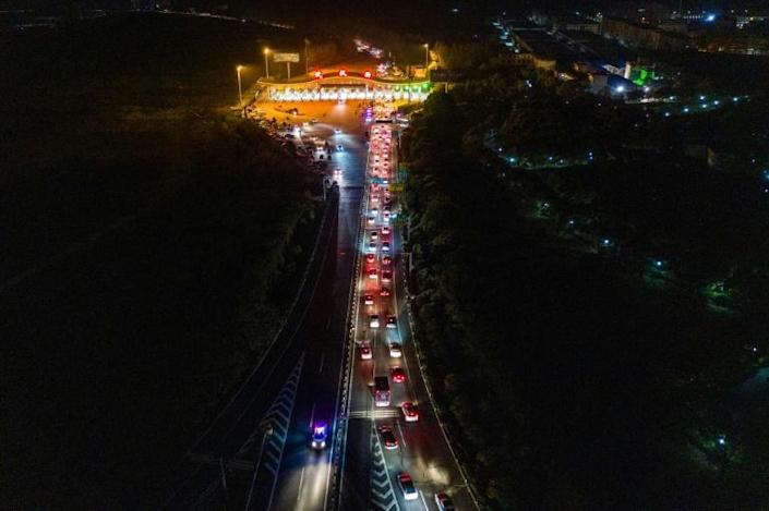 Cars queueing at a highway toll station in Wuhan in China's central Hubei province, as they prepare to leave the city after authorities lifted a more than two-month ban on outbound travel (AFP Photo/STR)