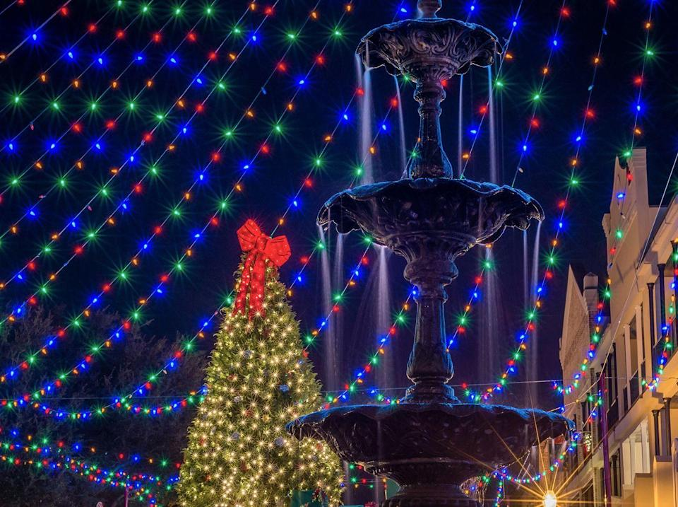 """<p>Christmas in <a href=""""https://go.redirectingat.com?id=74968X1596630&url=https%3A%2F%2Fwww.tripadvisor.com%2FTourism-g40335-Natchitoches_Louisiana-Vacations.html&sref=https%3A%2F%2Fwww.countryliving.com%2Flife%2Ftravel%2Fg2829%2Fbest-christmas-towns-in-usa%2F"""" rel=""""nofollow noopener"""" target=""""_blank"""" data-ylk=""""slk:Natchitoches"""" class=""""link rapid-noclick-resp"""">Natchitoches</a> begins in June when the bulbs on the strings of holiday lights are tested in anticipation of the town's proud Festival of Lights. The town of 18,000 celebrates the season with more 300,000 lights and 100 set pieces displayed along the banks of Cane River Lake, honoring the holiday and their Creole heritage. Festivities, including carriage rides, historic home tours, a children's festival, fireworks, a 5K race, parades, and live performances, go on until early January.</p><p><strong><a class=""""link rapid-noclick-resp"""" href=""""https://go.redirectingat.com?id=74968X1596630&url=https%3A%2F%2Fwww.tripadvisor.com%2FTourism-g40335-Natchitoches_Louisiana-Vacations.html&sref=https%3A%2F%2Fwww.countryliving.com%2Flife%2Ftravel%2Fg2829%2Fbest-christmas-towns-in-usa%2F"""" rel=""""nofollow noopener"""" target=""""_blank"""" data-ylk=""""slk:PLAN YOUR TRIP"""">PLAN YOUR TRIP</a></strong></p>"""
