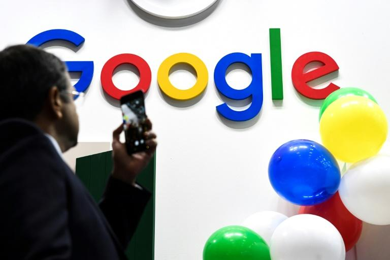 Google is said to be considering licensing deals with news media groups, which would be a shift in strategy for the internet giant