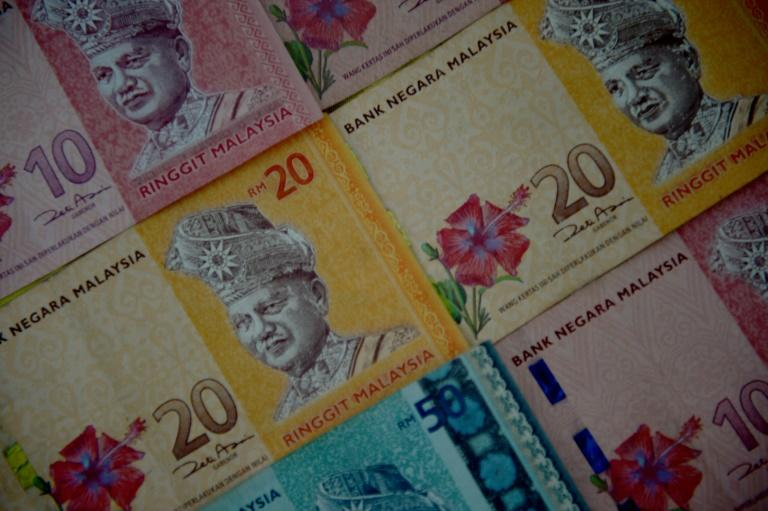 financial crisis hit malaysia Introduction when the asian financial crisis hit malaysia, the impact was traumatic there was economic and political turmoil the stock market, the currency and the .