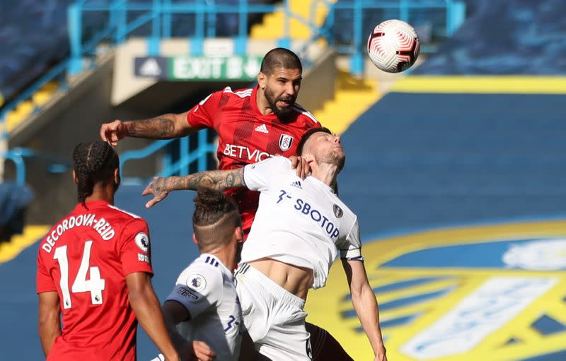 Leeds hang on for points in seven-goal thriller with Fulham