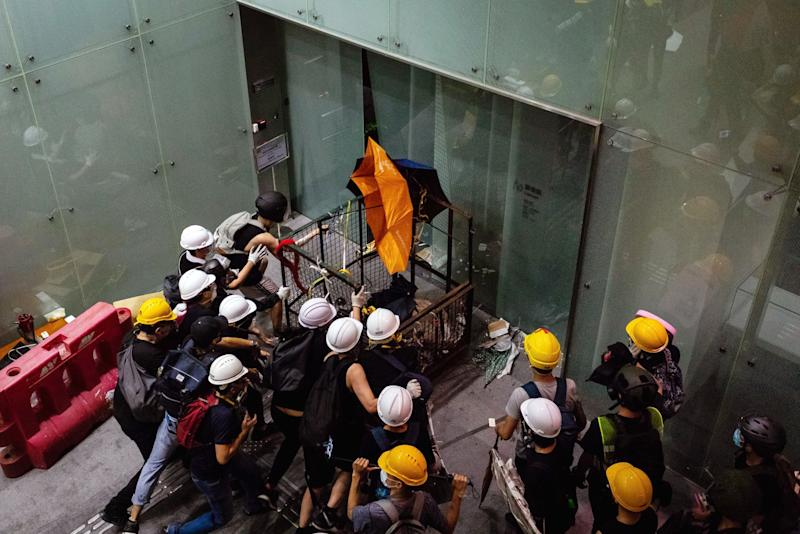 """(Bloomberg) -- Dozens of Hong Kong protesters involved in the ransacking of the city's Legislative Council this month have arrived in Taiwan to seek asylum, the Apple Daily newspaper reported.About 30 protesters have already landed in Taiwan, while as many as 30 others -- and possibly more -- are planning to try soon, the Hong Kong newspaper said, citing unidentified people who assisted them.The fleeing activists were part of the group that smashed into the legislature on July 1, the paper said. The people who assisted the protesters told the paper they had been in contact with Taiwan's Mainland Affairs Council, which handles the island's relations with Beijing, to seek help.The council hasn't received any formal asylum applications from Taiwan's National Immigration Agency, its deputy minister Chiu Chui-cheng said in a text message. If Taiwan receives any applications, authorities will handle them appropriately based on existing regulations and the principle of protecting human rights, Chiu added.Read more: Pain From Hong Kong Protests Spreads as Luxury Names Get HitA flight to Taiwan by Hong Kong asylum seekers would be fraught with geopolitical risk. It threatens to raise tensions between the administration of Taiwanese President Tsai Ing-Wen, a China critic who's up for re-election in January, and Chinese President Xi Jinping, who has already faced embarrassment over the global attention paid to Hong Kong's anti-government protests.Hong Kong's historic demonstrations over legislation that would allow extraditions to the mainland for the first time have resonated widely in democratically run Taiwan, which China considers a wayward province.Seeking RefugeThe Taiwan Association for Human Rights, a top local non-governmental organization, wouldn't comment on the case. """"We cannot divulge any information regarding any individual case,"""" said Secretary-General, Chiu E-ling. """"If there are individuals who approach us for help, we'll interview these people and help them ge"""