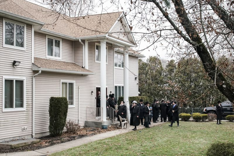 Suspect in knife rampage at rabbi's home appears to have acted alone: New York police