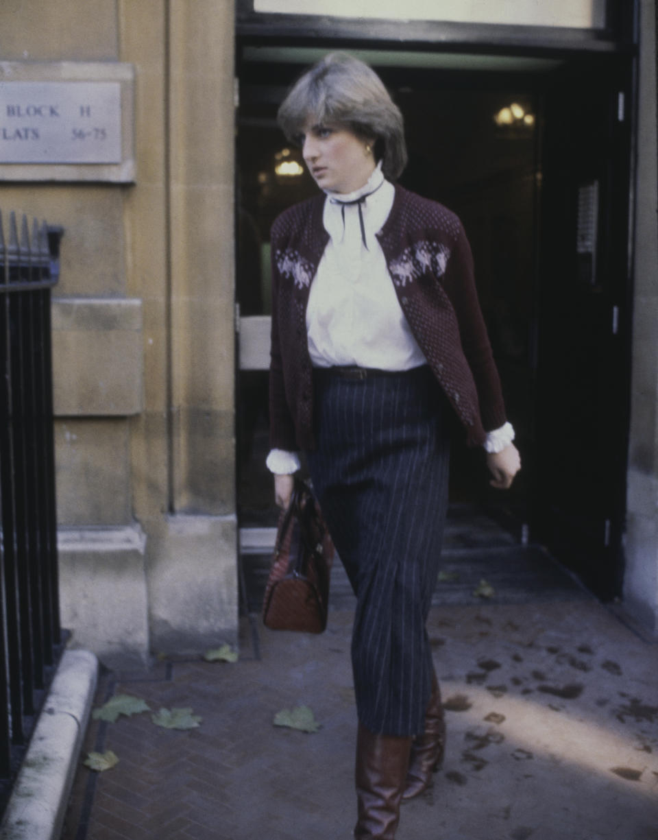 Nineteen year-old Lady Diana Spencer (1961 - 1997, later Diana, Princess of Wales), fiancee to the Prince of Wales, leaving her flat at Coleherne Court in Earl's Court, London 12th November 1980. (Photo by Hulton Archive/Getty Images)