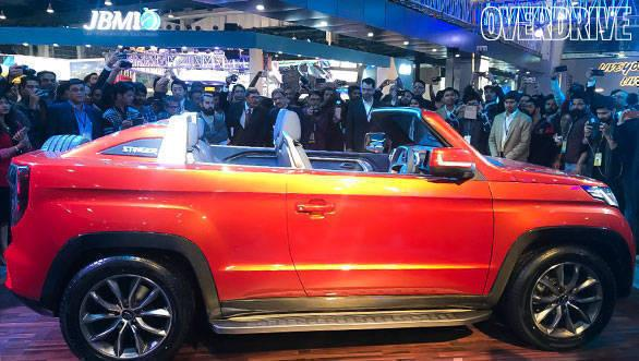 auto expo 2018 mahindra tuv stinger concept is a sub 4m convertible suv. Black Bedroom Furniture Sets. Home Design Ideas