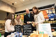 William and Kate go shopping with young people in Londis. (Department of Foreign Affairs and the British Embassy)