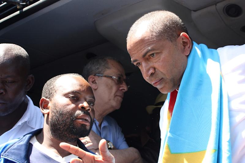 Opposition figure Moise Katumbi (R) arrives at the courthouse in Lubumbashi, DR Congo on May 13, 2016 (AFP Photo/Fiston Mahamba)