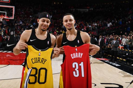df05fe2342d Booker to defend 3-point contest title vs Curry brothers