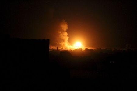 Smoke billows from a fire at a Houthi-controlled military site after it was hit by a Saudi-led air strike in Sanaa, Yemen, June 3, 2015. REUTERS/Mohamed al-Sayaghi