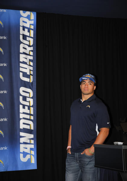 San Diego Chargers draft pick inside linebacker, Manti Te'o, from Notre Dame, waits to be introduced at an NFL football news conference held at the Chargers facility Saturday, April 27, 2013 in San Diego. (AP Photo/Denis Poroy)