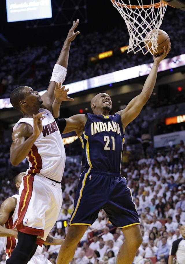 Indiana Pacers forward David West (21) drives to the basket over Miami Heat center Chris Bosh (1) during the first half of Game 4 in the NBA basketball Eastern Conference finals playoff series, Monday, May 26, 2014, in Miami. (AP Photo/Wilfredo Lee)