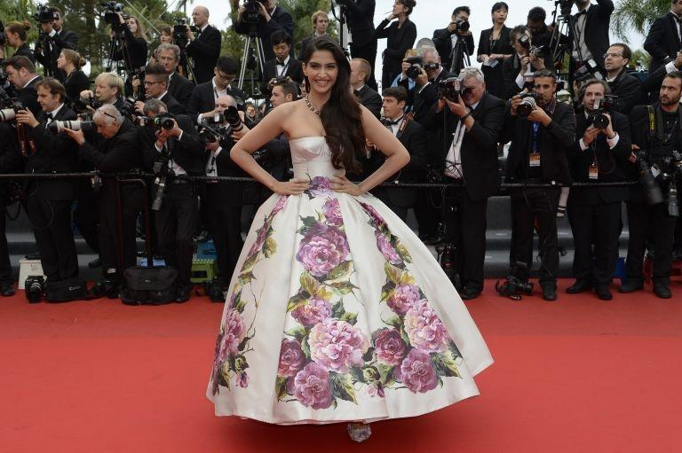 "Sonam Kapoor Dazzling at the screening of ""Jeune et Jolie"", L'Oréal Paris face Sonam Kapoor was wearing a sizeable floral-printed Dolce & Gabbana dress. She looked like a princess in this amazing outfit."