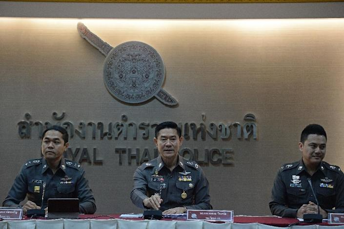 Thai Major General Songpol Wattanachai (C) holds a press conference at the Royal Thai Police headquarters in Bangkok on December 4, 2015 (AFP Photo/Christophe Archambault)