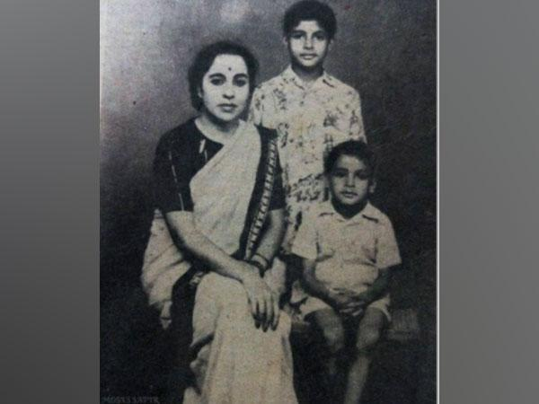 Megastar Amitabh Bachchan's childhood picture with mother and younger brother. (Image Source: Instagram)