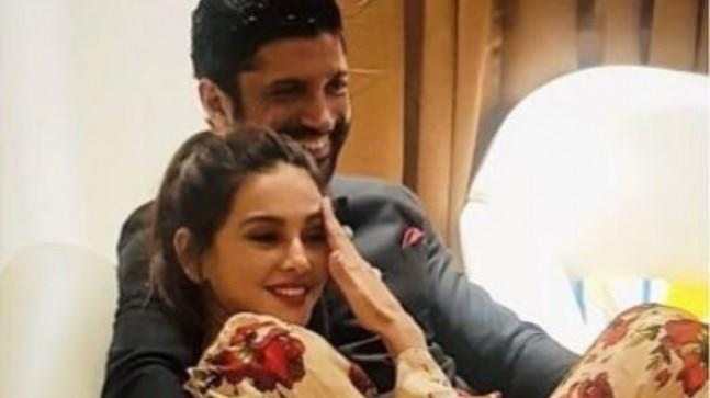 Keeping to the spirit of Valentine's Week, Farhan Akhtar penned a few poetic lines for his girlfriend Shibani Dandekar. He also shared a loved-up photo with her.