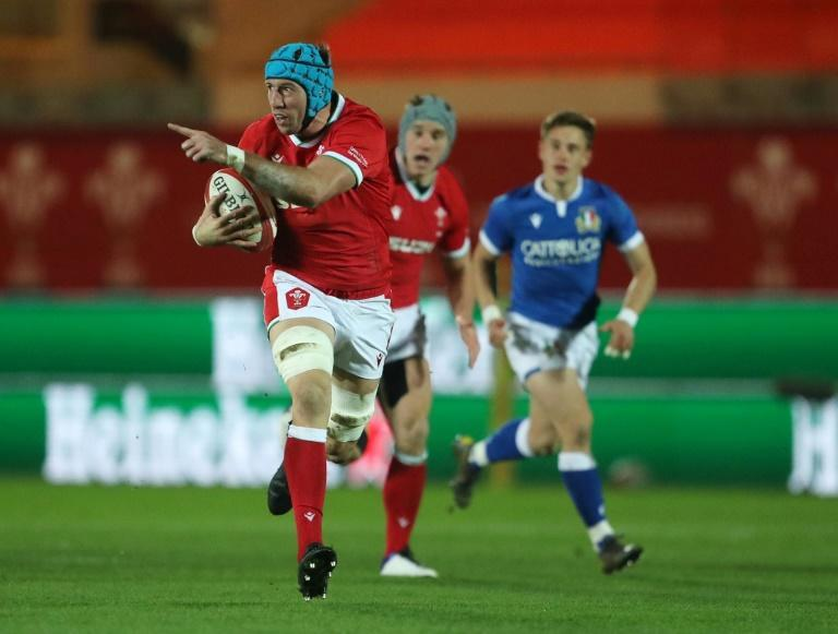 Pointing the way to victory - Wales flanker Justin Tipuric (L) bursts clear against Italy