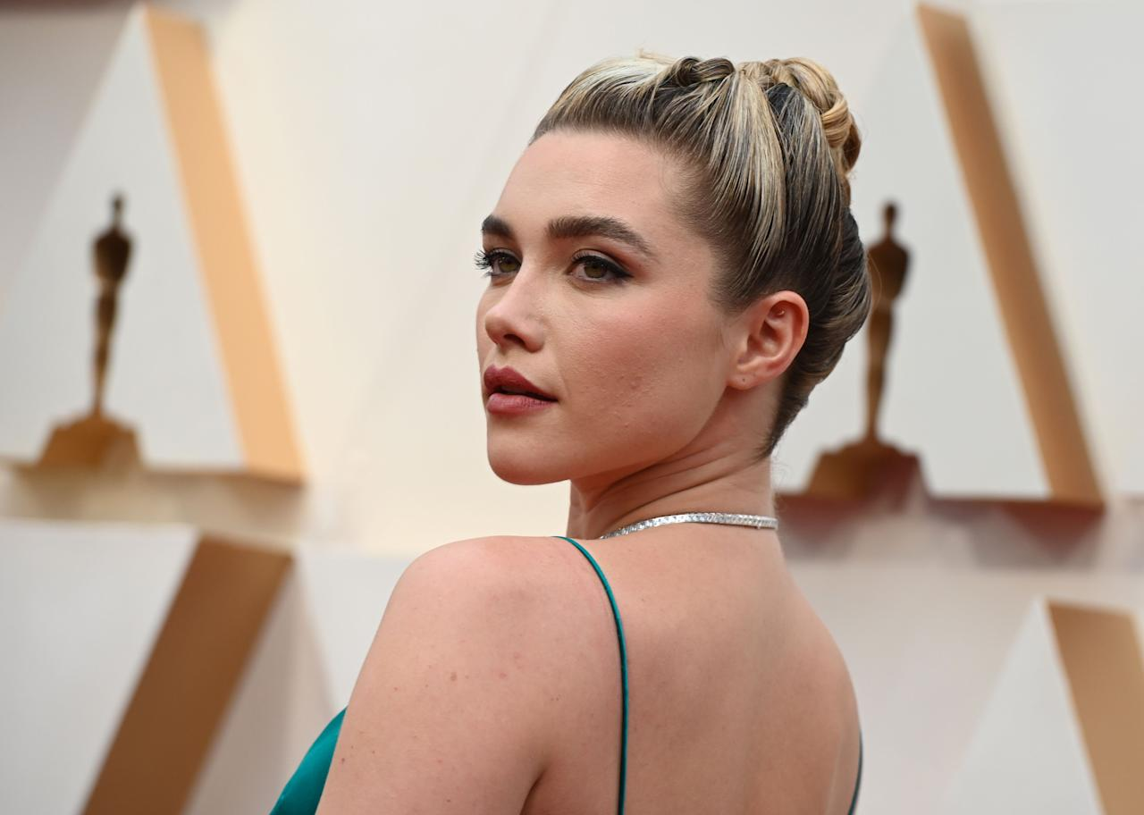 """<p>The Oscars 2020 have arrived! And with them they've brought a whole host of celebrities working next level hair and make-up looks. From <a href=""""https://www.elle.com/uk/beauty/hair/g30528239/florence-pugh-hair-how-to/"""" target=""""_blank"""">Florence Pugh's</a> show-stopping updo (her signature hair look), to Scarlett Johansson's old Hollywood glamour make-up, these are the best beauty looks from this year's iconic red carpet.</p>"""