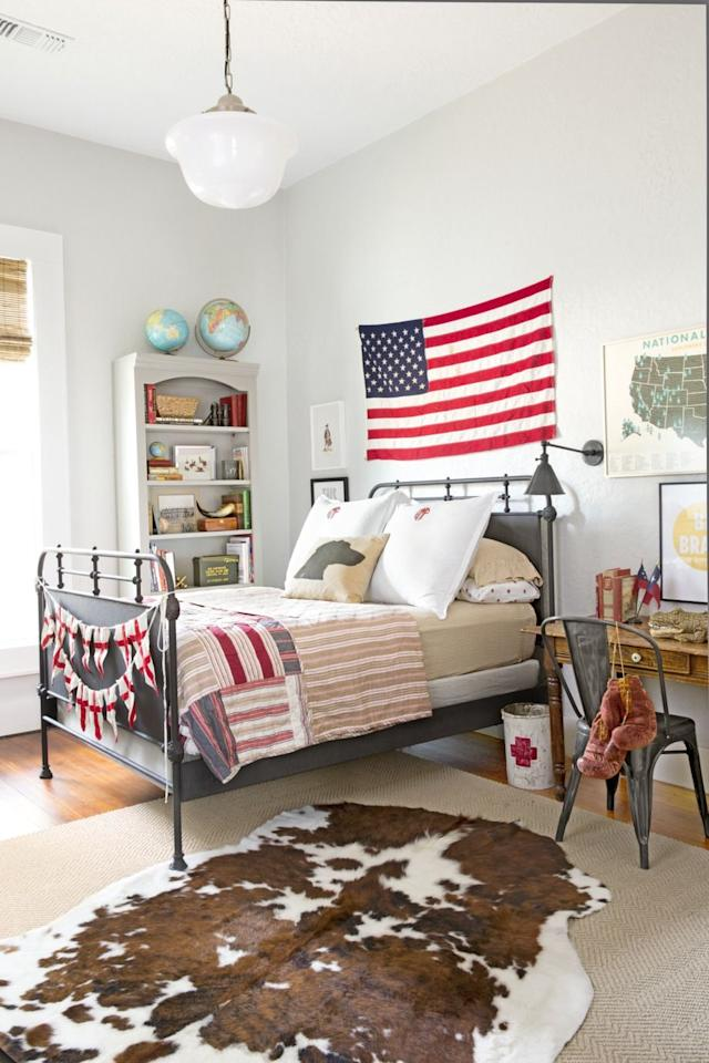 <p>In this boys' room, an American flag is just the right width to fill the space above the bed. </p><p>Pro tip: When hanging the flag horizontally or vertically, the canton (the blue square, or field, with stars) should always be in the top left corner.</p>