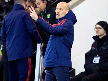 Premier League: Freddie Ljungberg fails to break Arsenal's winless streak; Manchester United held to disappointing draw