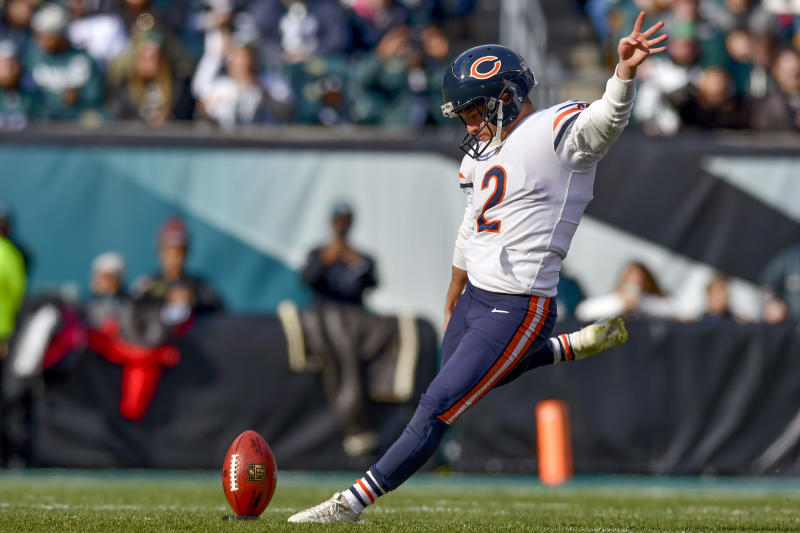 Cairo Santos kicks off to start a Bears game.
