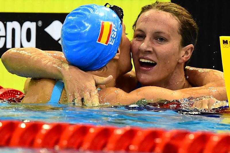 Great Britain's Jazmin Carlin (R) celebrates with Spain's Mireia Belmonte Garcia after the women's 400m Freestyle final of the 32nd LEN European Swimming Championships on August 24, 2014 in Berlin (AFP Photo/John MacDougall )