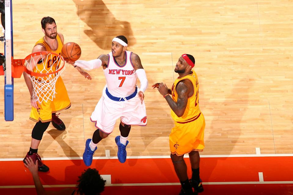 Carmelo Anthony gets between Kevin Love and LeBron James. (Getty Images)