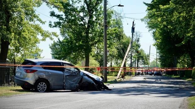 A resident who lives near where the collision occurred on Thursday says Lalande Boulevard has no sidewalk or bike lane, yet is very busy with pedestrians and cyclists. (Simon-Marc Charron/Radio-Canada - image credit)
