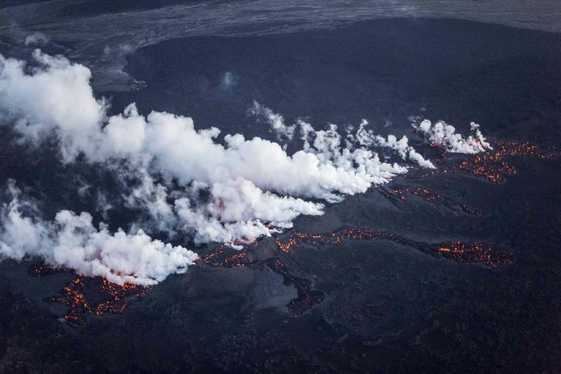 Picture shows magma along a 1-km-long fissure in a lava field north of the Vatnajokull glacier, which covers part of Bardarbunga volcano system, August 29, 2014. The eruption is at the tip of a magma dyke around 40 km from the main Bardarbunga crater and activity subsided to relatively low levels after peaking between 0020 and 0200 GMT, Iceland Met Office seismologist Martin Hensch said. Iceland's Meteorological Office on Friday downgraded its volcano alert level to orange from red and said a small eruption that started during the night is not a threat to aviation. REUTERS/Marco Nescher (ICELAND - Tags: ENVIRONMENT TPX IMAGES OF THE DAY)