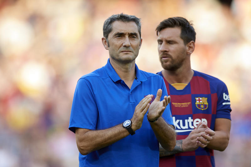 Ernestro Valverde and Lionel Messi of Barcelona during the Joan Gamper trophy match between FC Barcelona and Arsenal at Nou Camp on August 4, 2019 in Barcelona, Spain. (Photo by Jose Breton/NurPhoto via Getty Images)