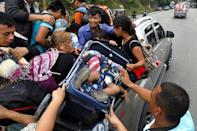 Honduran migrants, part of a caravan trying to reach the U.S., go up for a pick up during a new leg of their travel in Zacapa, Guatemala October 17, 2018. REUTERS/Edgard Garrido
