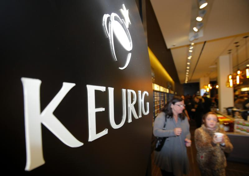 Customers shop at the newly opened Keurig retail store Burlington, Massachusetts November 8, 2013. REUTERS/Brian Snyder (UNITED STATES - Tags: BUSINESS LOGO FOOD)