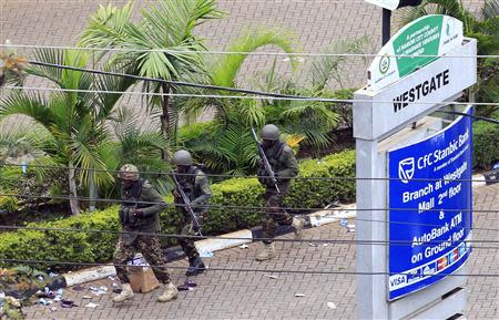 Kenya Defence Forces soldiers run to take their position at the Westgate shopping centre in Nairobi