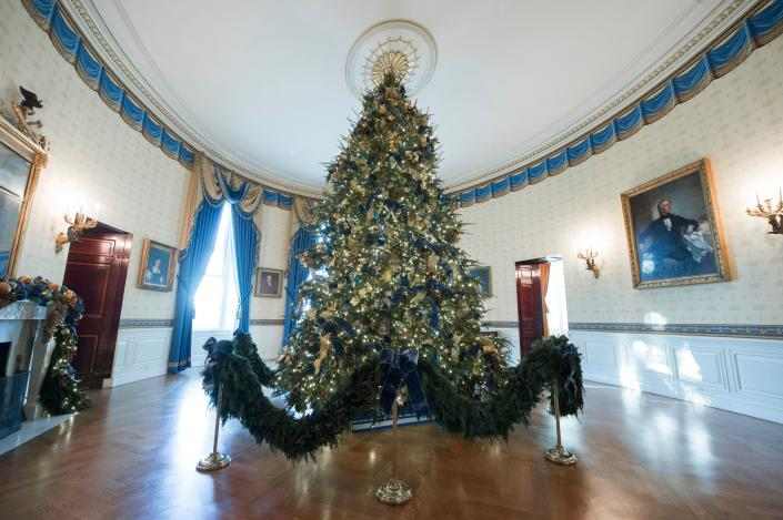 <p>The White House Christmas Tree is seen in the Blue Room during a preview of holiday decorations at the White House in Washington, D.C., Nov. 27, 2017. (Photo: Saul Loeb/AFP/Getty Images) </p>