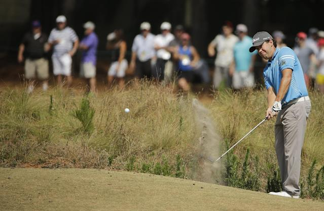 Erik Compton chips to the green on the seventh hole during the third round of the U.S. Open golf tournament in Pinehurst, N.C., Saturday, June 14, 2014. (AP Photo/Chuck Burton)