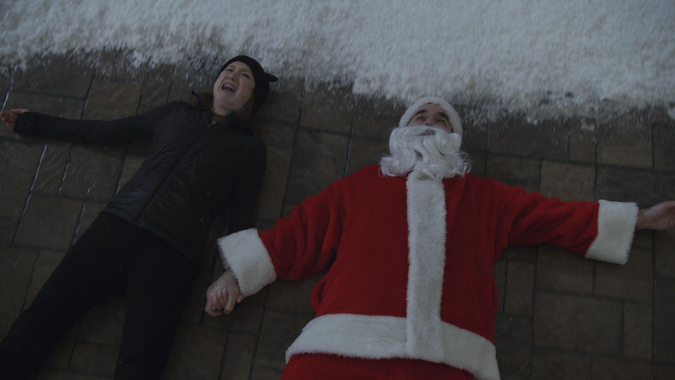 Ellie Kemper as Pam and Rob Delaney as Jeff in HOME SWEET HOME ALONE, exclusively on Disney+. Photo courtesy of Disney+. © 2021 20th Century Studios. All Rights Reserved.