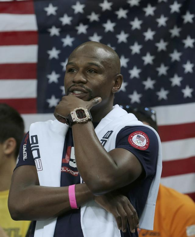 2016 Rio Olympics - Basketball - Quarterfinal - Men's Quarterfinal USA v Argentina - Carioca Arena 1 - Rio de Janeiro, Brazil - 17/8/2016. Former U.S. boxer Floyd Mayweather Jr attends the game. REUTERS/Jim Young FOR EDITORIAL USE ONLY. NOT FOR SALE FOR MARKETING OR ADVERTISING CAMPAIGNS.