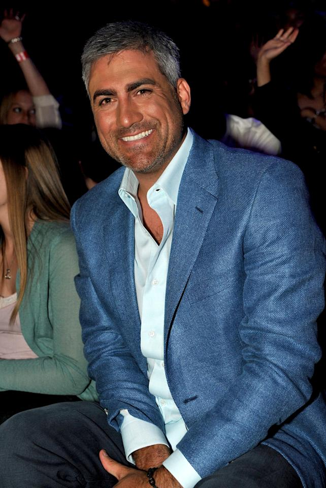 """<b>Taylor Hicks</b><br><br>Season 5 winner of """"American Idol"""", this Alabama native has gone on to become a platinum-selling recording artist and was featured as one of People Magazine's Hottest Bachelors in 2006."""