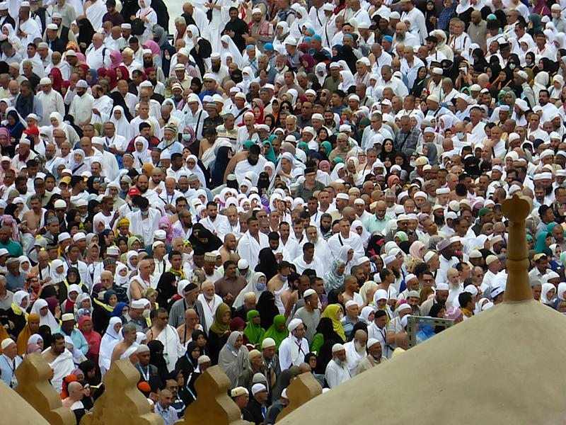 Muslim pilgrims at the Kaaba, the cubic building at the Grand Mosque in the Muslim holy city of Mecca, Saudi Arabia (Photo: ASSOCIATED PRESS)