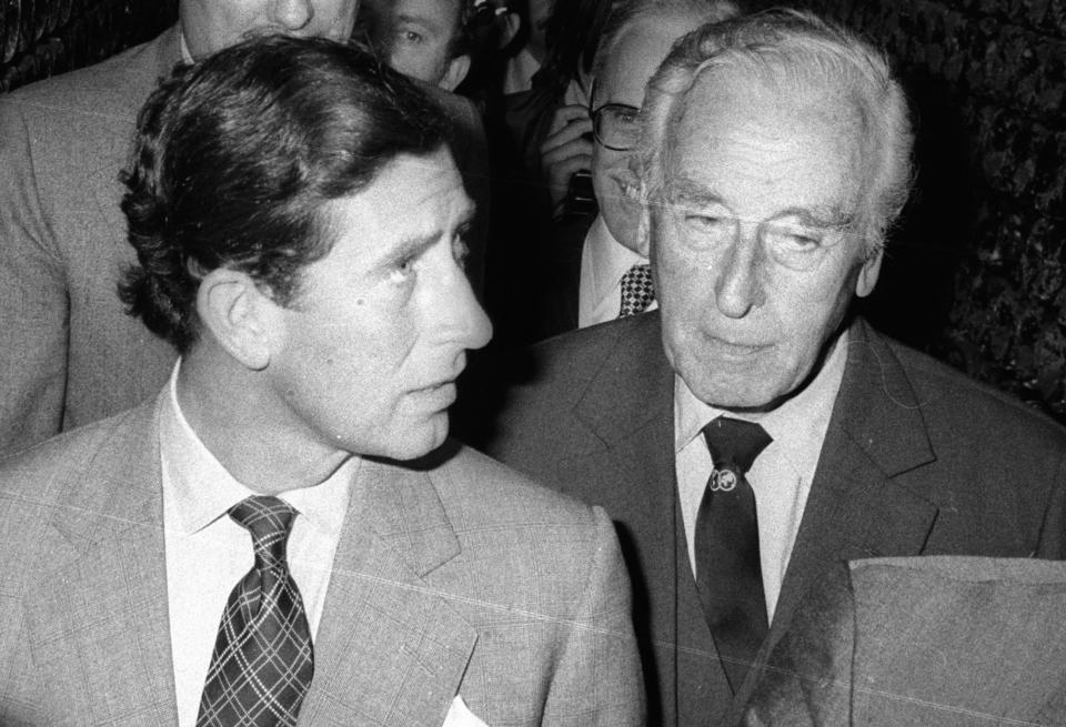 Reims, France, Prince Charles avec Lord Mountbatten, son grand oncle., Prince Charles arrives with his great uncle Lord Mountbatten in Reims, France.   (Photo by Francis Apesteguy/Getty Images)