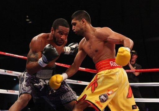 """Lamont Peterson (L) and Amir Khan during their WBA Super Lightweight and IBF Junior Welterweight title fight in 2011. Peterson's camp is """"disappointed and distraught"""" by the decision to cancel a world light-welterweight title showdown next week against Khan after the American failed a drug test"""