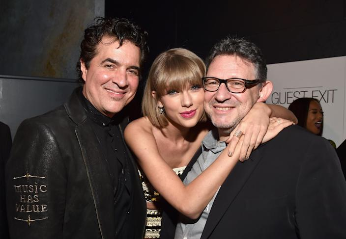 Founder of Big Machine Records Scott Borchetta, Swift, and CBE Chairman & CEO UMG Lucian Grainge attend Universal Music Group 2016 Grammy After Party in Los Angeles, California. (Photo: Lester Cohen/Getty Images for Universal Music Group)