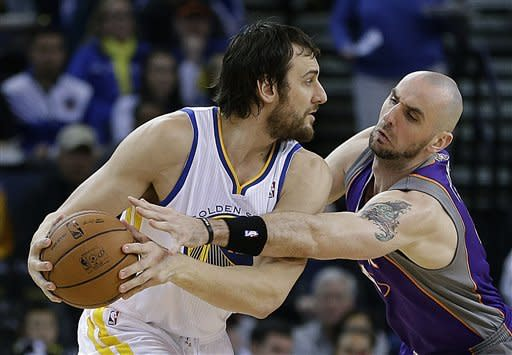 Golden State Warriors' Andrew Bogut, left, keeps the ball from Phoenix Suns' Marcin Gortat in the first half of an NBA basketball game Saturday, Feb. 2, 2013, in Oakland, Calif. (AP Photo/Ben Margot)