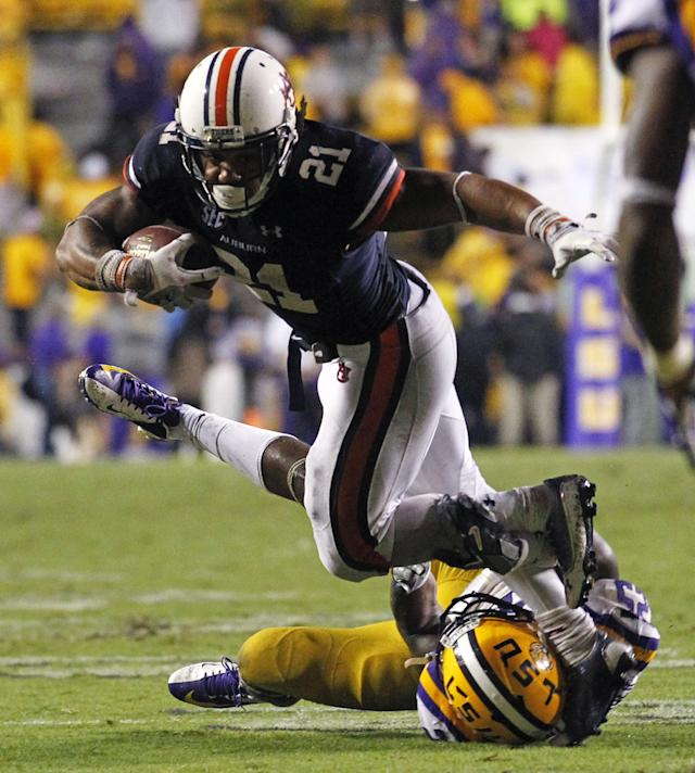 LSU linebacker Kwon Alexander tries to tackle Auburn running back Tre Mason (21) in the second half of an NCAA college football game in Baton Rouge, La., Saturday, Sept. 21, 2013. LSU won 35-21. (AP Photo/Gerald Herbert)