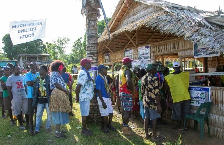 Chairman of the Bougainville Referendum Commission has declared some 98 percent of voters on the Melanesian archipelago backed independence (AFP Photo/NESS KERTON)