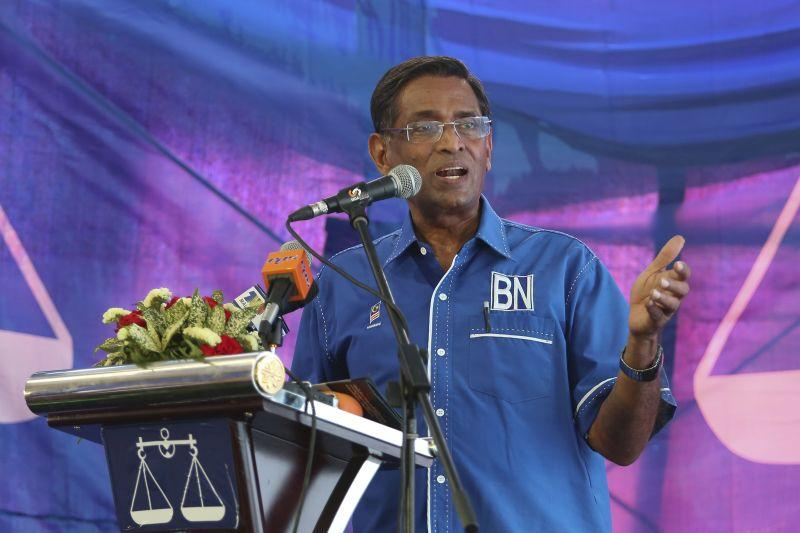 Subramaniam today announced MIC Perak deputy women chief T. Thangarani as the Buntong candidate. — Picture by Yusof Mat Isa
