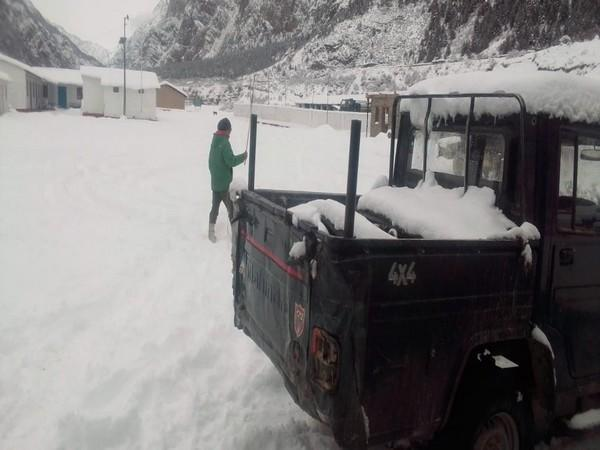 BRO soldiers undertake snow clearance operations