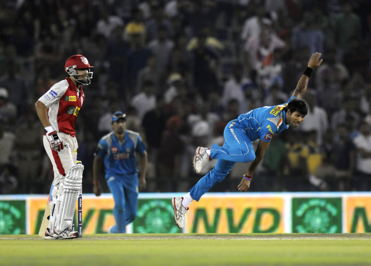Ashok Dinda of Pune Warriors bowls during match 29 of the Pepsi Indian Premier League between The Kings XI Punjab and the Pune Warriors held at the PCA Stadium, Mohali, India  on the 21st April 2013. (BCCI)