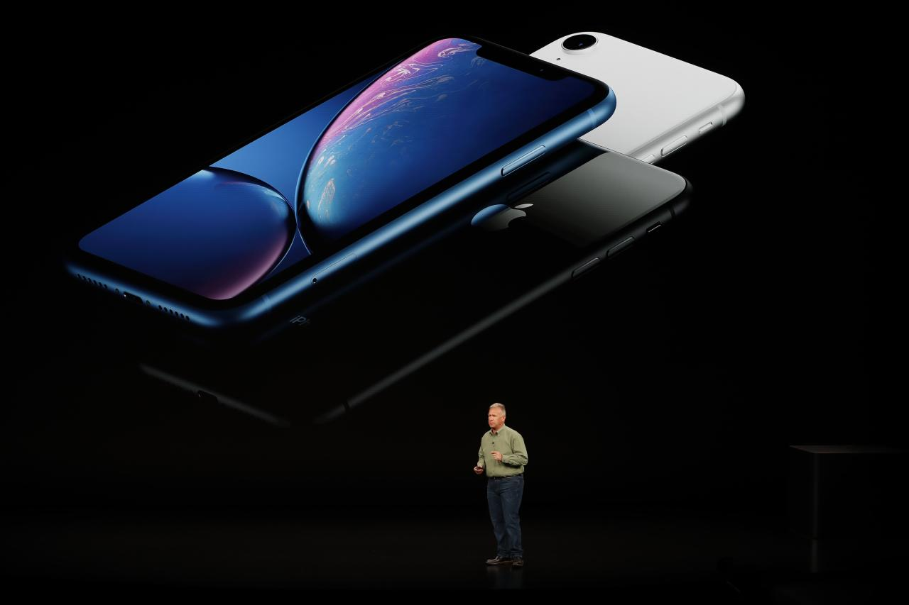 <p>Apple said the new battery in the iPhone XS Max willgive users 90 minutes more battery life than last year's iPhone X. (Reuters) </p>