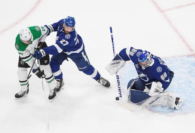 Lightning strike twice on power play, beat Dallas 3-2 to even Stanley Cup final
